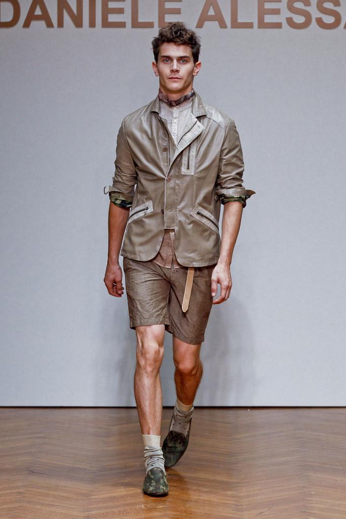 SS13 Milan Daniele Alessandrini026_Vincent Lacrocq(fashionising.com)