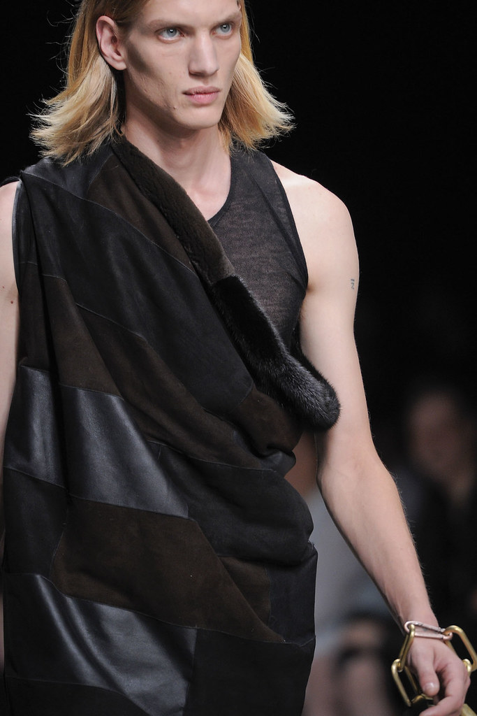 Paul Boche3402_SS13 Paris Rick Owens(VOGUE)