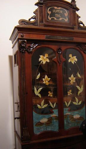1800-luvun kaappi by Anna Amnell