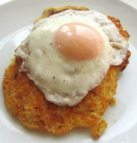 Fried Egg w/ Bacon Cornmeal Pancakes