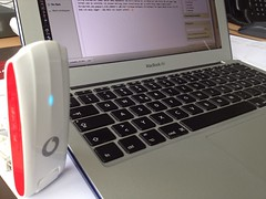 Vodafone Mobile Broadband K5005 LTE USB Rotator (Huawei) und Apple MacBook Air