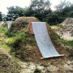 反対側に角材を固定して、オモリ+巻取用に。#trails #bmx #dig