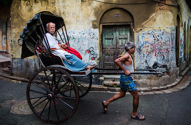 Rickshaw - 35 Fantastic Color Street Photographs