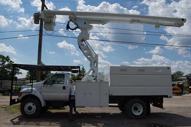 2006 Ford F750 Altec Forestry Bucket Truck sn 294238