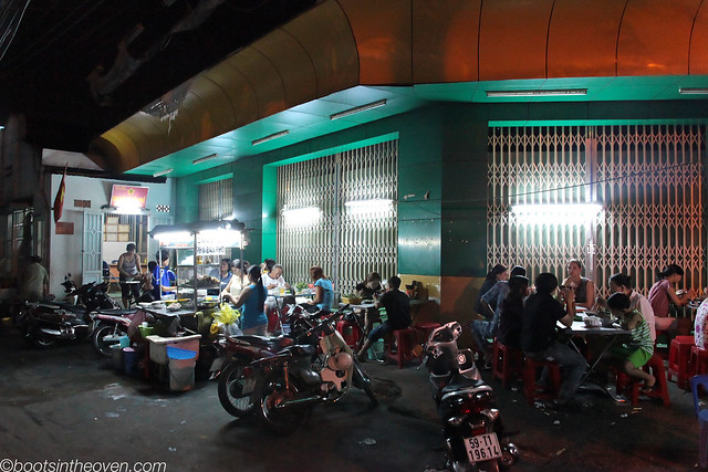 Phở Khoa Thu - your typical streetside Phở joint (can you spot me?)