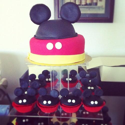 Mickey mouse fasadura pasta ve cupcakeleri by l'atelier de ronitte
