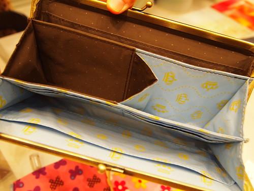 エッセイスト柳沢小実さんと作ったしあわせ運ぶひとつでふた役がまグチ財布の会 ダークブラウンx水色