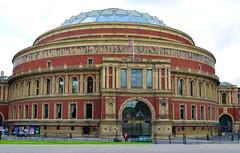tourist attraction, classical architecture, landmark, architecture, facade, plaza, dome,