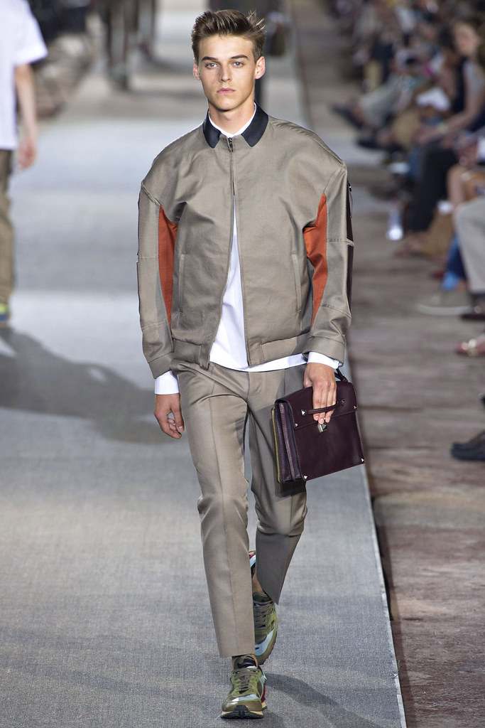 Robbie Wadge3602_SS13 Pitti Uomo Valentino(VOGUE)
