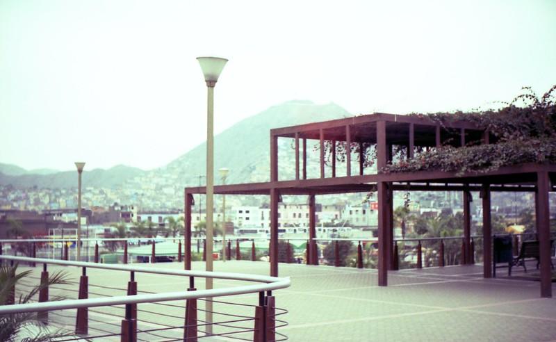 Lima en rollo: Parque La Muralla en Cámara Argus C3 tipo V (1950-1954) - Film Lomo Color XPRO CHROME