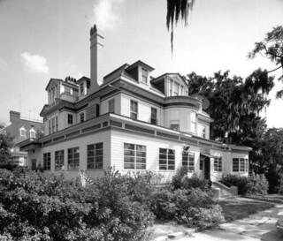 Exterior view of the Children's Museum: Jacksonville, Florida