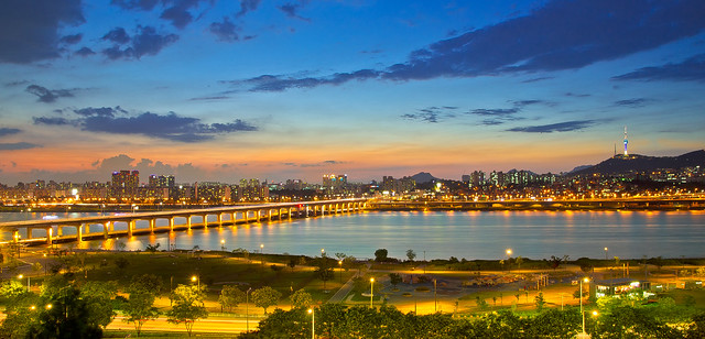 Banpo Bridge with Hankang Park 반포대교와 한강공원