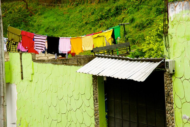 clothes-hanging-banos-ecuador