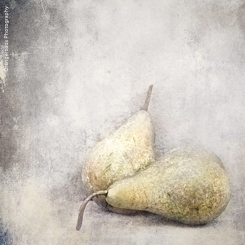 Pears by Toni Wallachy