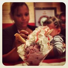 Bondiééééé Fait en sorte qu'elle ai asséééé loooooll !!!! #instagram #instapics #instafood #foodporn #food #pedra #alta #pedralta #lovefood #foodlove #hungry #viande #france #riz #boeuf #salade #jahmelia #ludivine #khanelle #audrey #isabelle #sw
