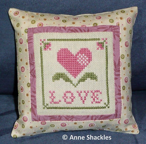 Plum Pudding Needleart-Love freebie