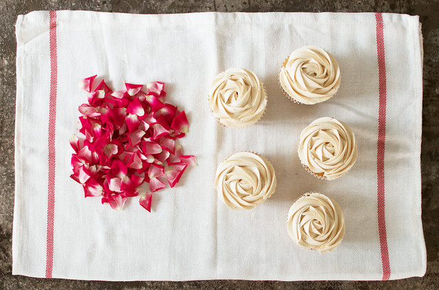 beautifully yummy rose petal cupcakes www.apairandasparediy.com
