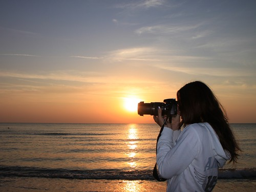 Woman-Photographer-Beach-Sunsrise__47583