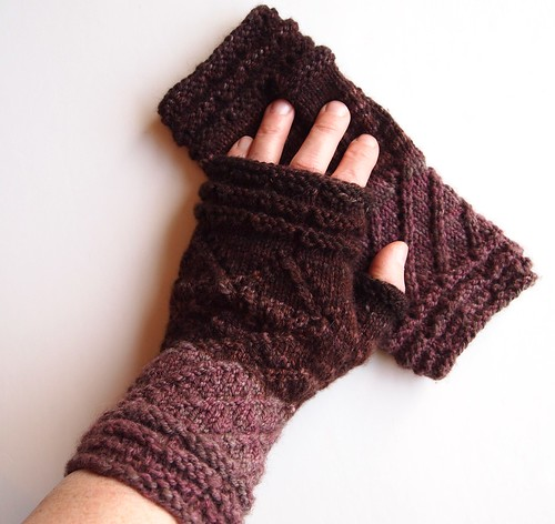 Peu Bourgeons mitts, size S, merino-yak worsted weight handspun yarn