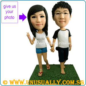 Personalized 3D Lovely Casual Strolling Couple Figurines