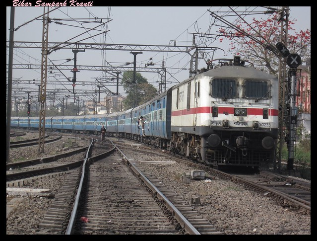 WAP-7 towing fully loaded Bihar Sampark Kranti through Pragati Maidan