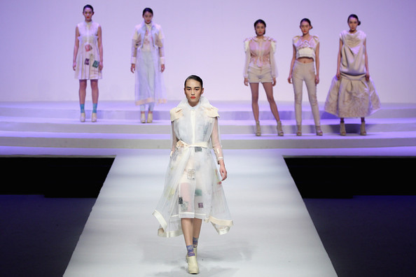 China+Fashion+Week+2012+13+W+Collection+Day+SAkCsXXiKYtl