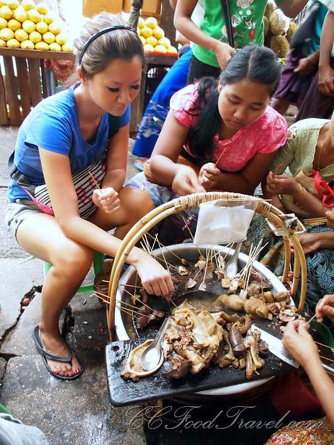 Ciki digs them pork hot pot intestine baths.. oh! for the love of communal trans fat;)