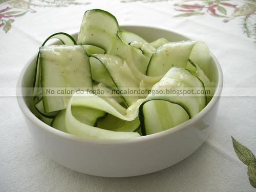 Salada de fitas de pepino