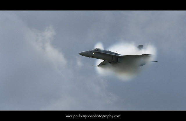 Aircraft vapour cloud