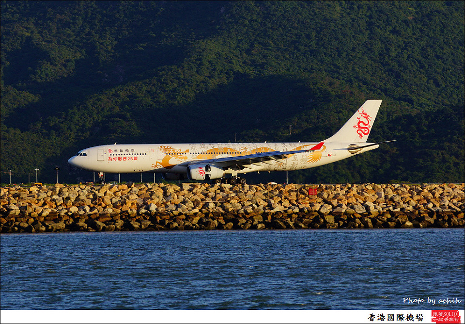 Dragonair / B-HYF /Hong Kong International Airport