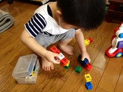 【とらちゃん】数字のブロックを見つけてご機嫌に (2012/7/14)