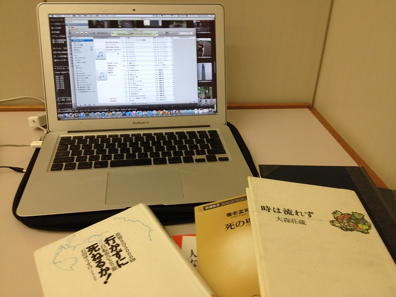 帯広市図書館で作業