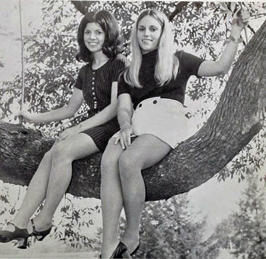Retrospace: Mini Skirt Monday #129: Minis Among the Foliage