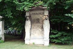 Kunstvoller Grabstein - Ostfriedhof