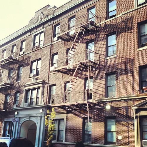 Walking in Brooklyn by la casa a pois