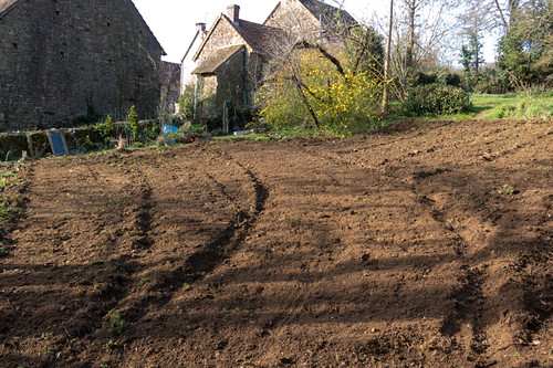 Prepare the soil for the vegetable garden