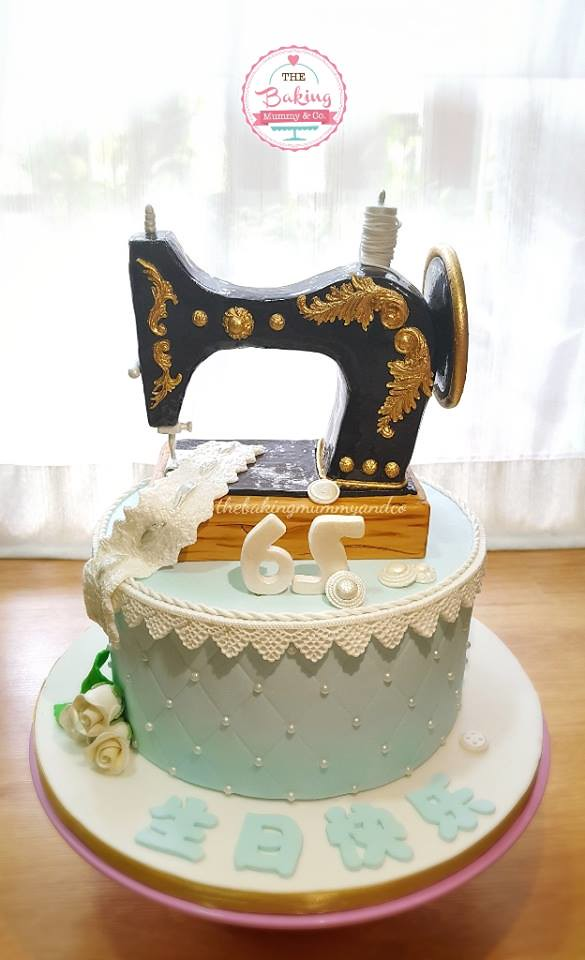 Sewing Machine Cake by Stella Hui-Allen of @thebakingmummyandco