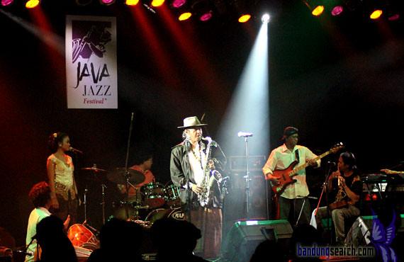 Java-Jazz-Festival-2012-Sujiwo-Tejo-(5)