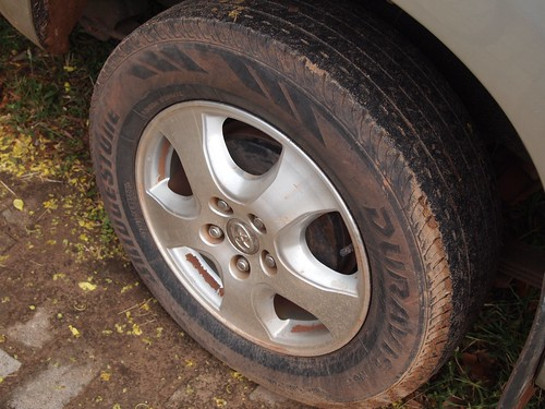 ビエンチャンの車のタイヤ