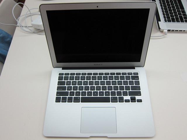Apple MacBook Air 13 Inch (Mid 2011) - Open