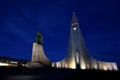 Leif Eriksson in front of Hallgrímskirkja
