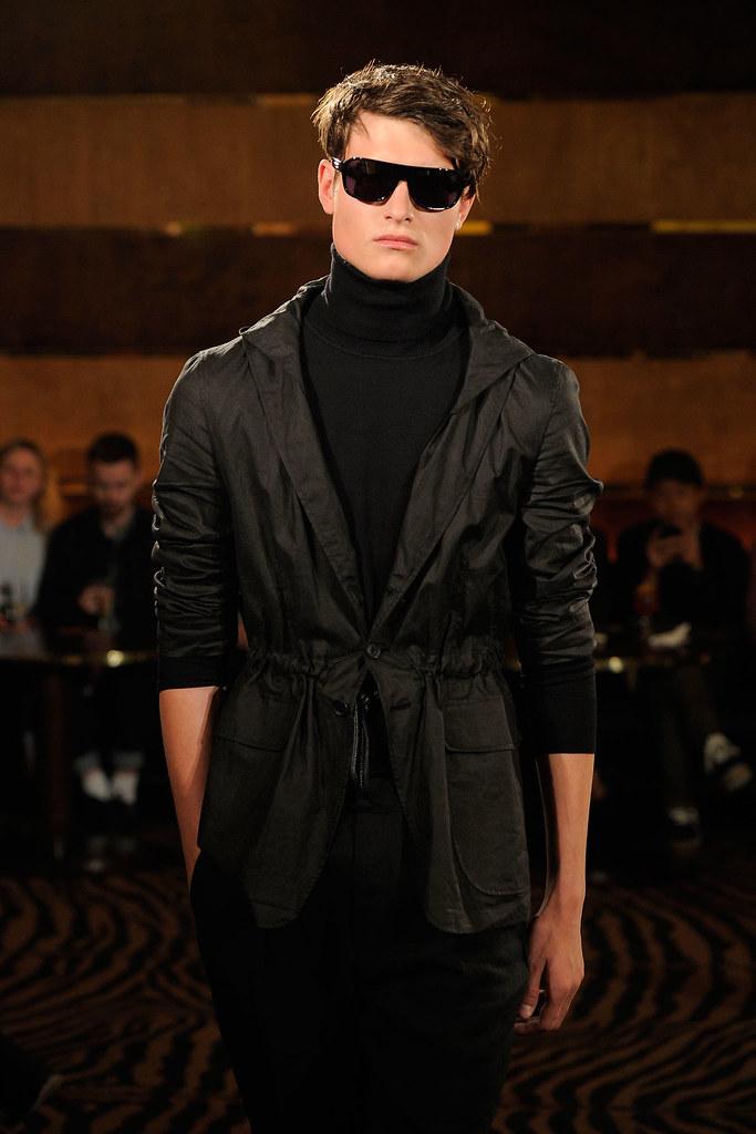 SS13 London Joseph Abboud001_John Todd(fashionising.com)