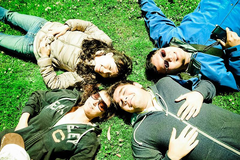 第一次躺草地拍照的大家