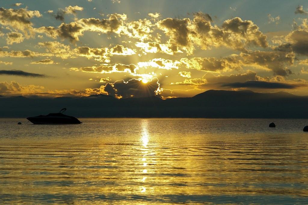 Рассвет Тахо / Tahoe lake sunrise 24.07.2012