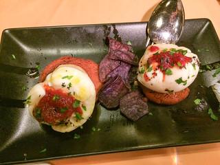 Huevos escalfados con foie y mermelada de tomate
