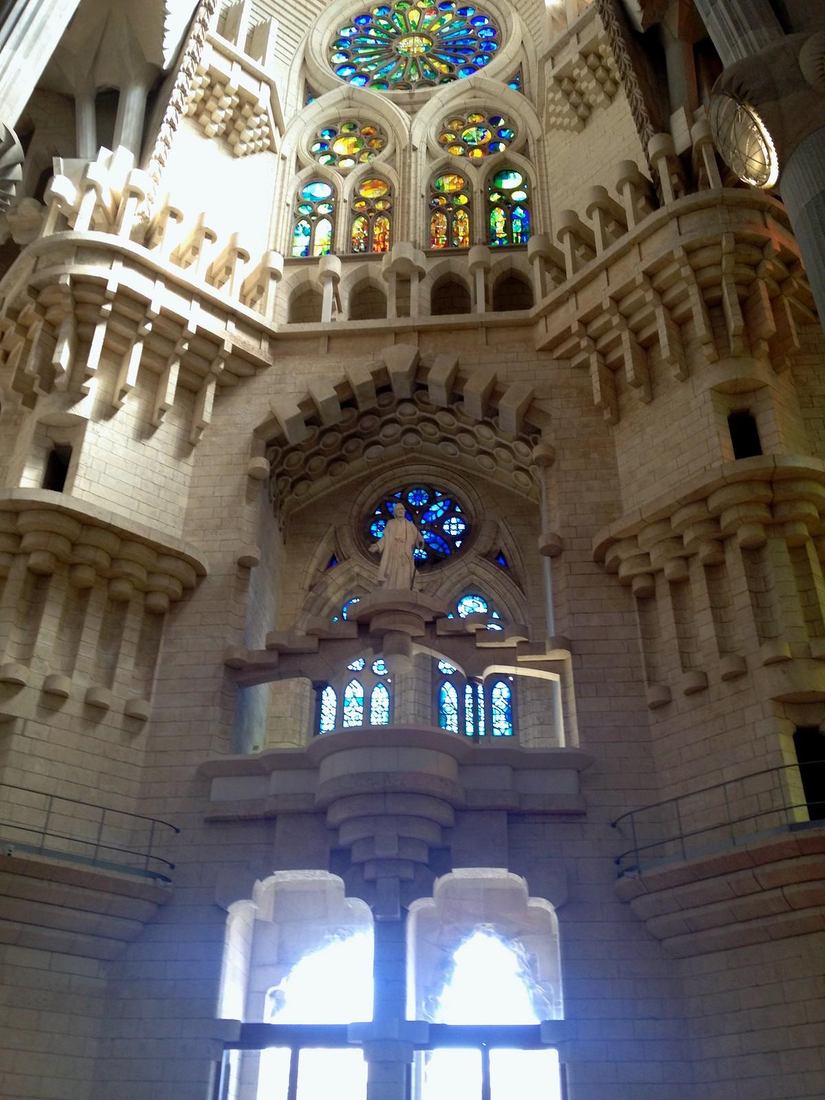 Hola espa a insights for La sagrada familia inside