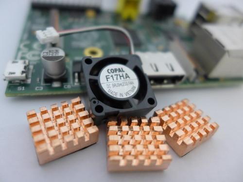 Raspberry Pi 散熱風扇與散熱片