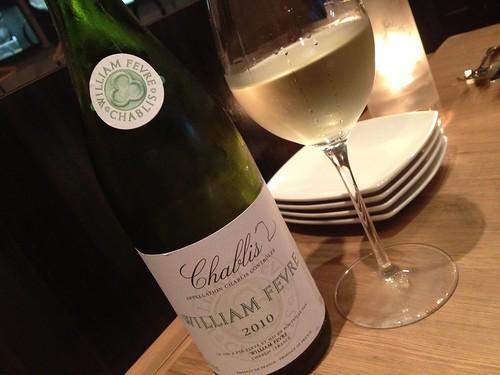 牡蠣をいただくのでやはりシャブリからスタート!@Oysterbar&Wine BELON (オイスターバー&ワイン ブロン)