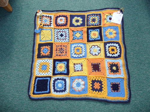 Wow! A stunning Blanket don't you think? Look at these fantastic Squares!