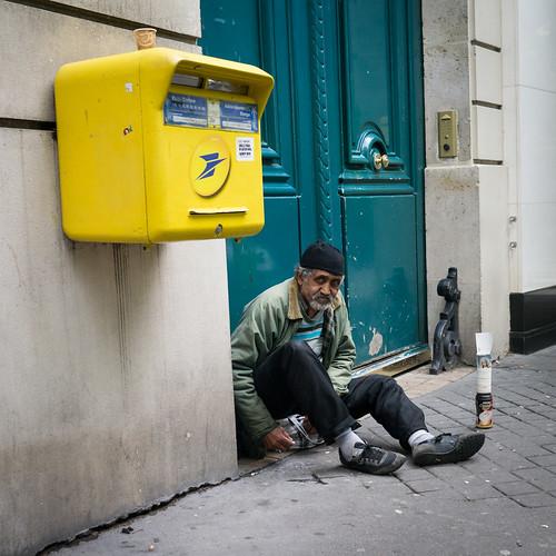 Clochard and a yellow box by KaraNagai